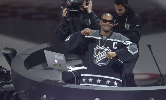The Planet Needs Snoop Dogg to Do Hockey Play-by-Play All the Time