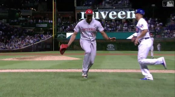 An Angry Kyle Schwarber Compels Amir Garrett to Flee