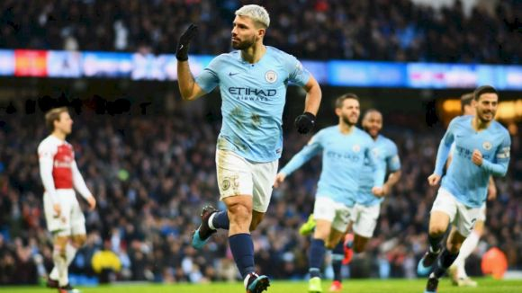 Agüero's Hatter Helps City Beat Arsenal, Keep Pressure on the 'Pool