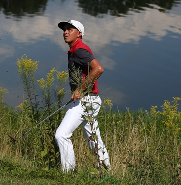 Rickie Fowler Does what He Does Best: Gets Close