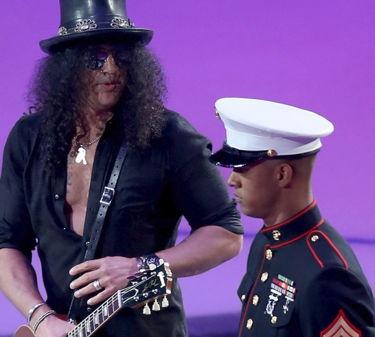 Slash Channels Hendrix for Kings' Holiday Chops