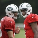 Mark Sanchez takes a minute and tells Geno Smith everything he knows about quarterbacking in the NFL.